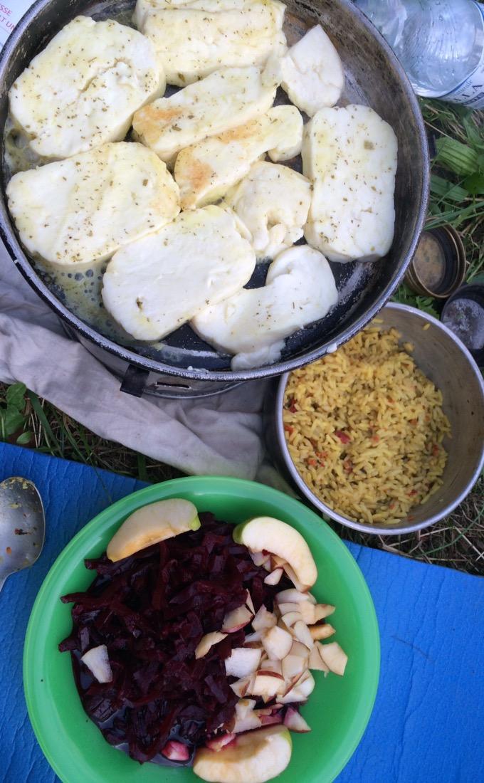Unser Menü: Halloumi, Reis und rote Beete-Salat
